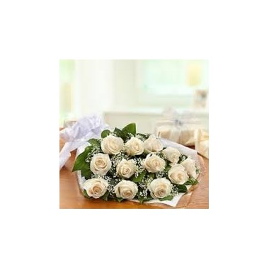 dozen-white-roses-presentation-bouquet-592326016d521.425
